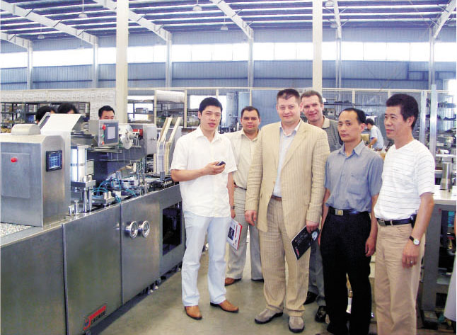 <b>Customers from Russia came to accept the machines</b>